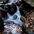 日の峰川 水と岩と紅葉