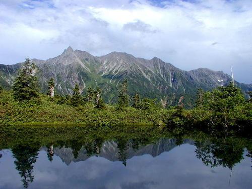 鏡池に映る槍ヶ岳