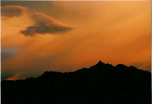 オレンジに染まる北アルプスの空